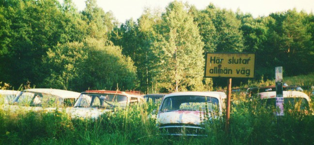 Båstnäs: Autofriedhof
