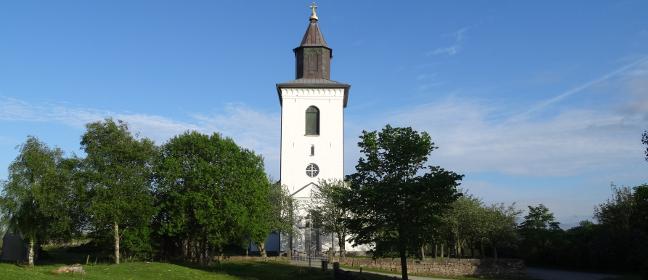 Västergötland: Hübsche Dorfkirche