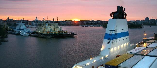 Ostseefähren im Hafen von Helsinki