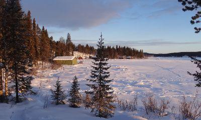 Lappland: zugefrorener See